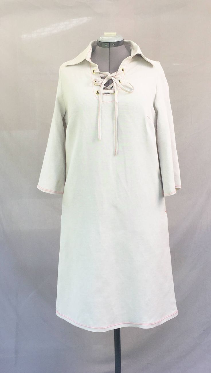 Robe en lin blanc cassé avec col laçage  - Off white linen woman dress de la boutique VLbasics sur Etsy