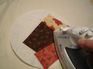 Using coffee filters to make a round quilting pattern. such a neat