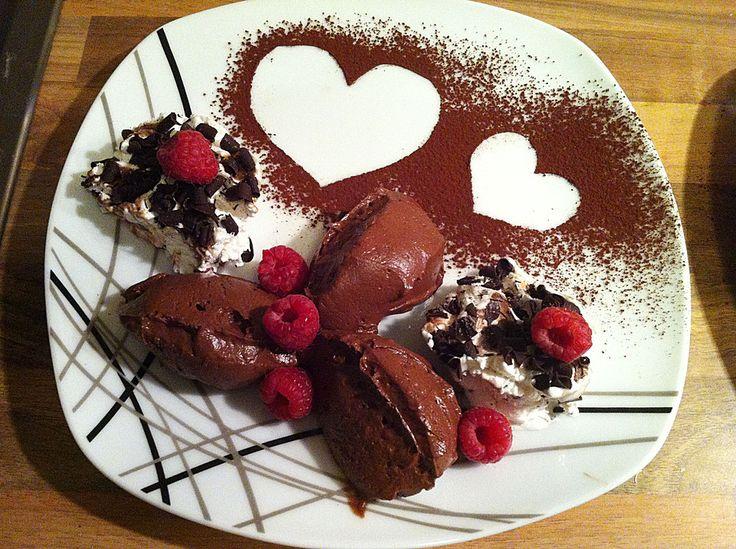 Mousse au chocolat, ein gutes Rezept aus der Kategorie Dessert. Bewertungen: 586. Durchschnitt: Ø 4,6.