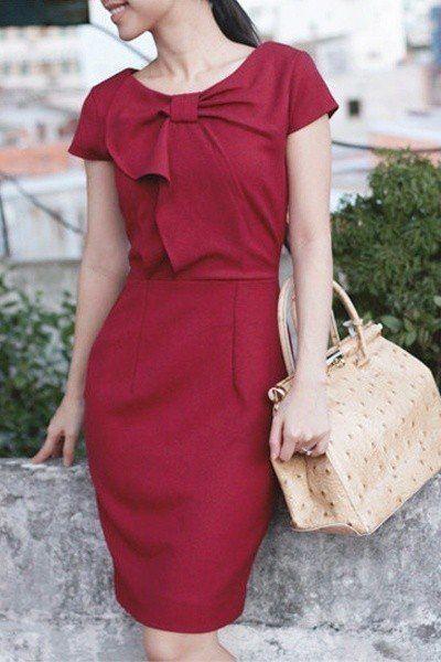 офисное платье - бордовое платье миди с декоративным бантом на полочке