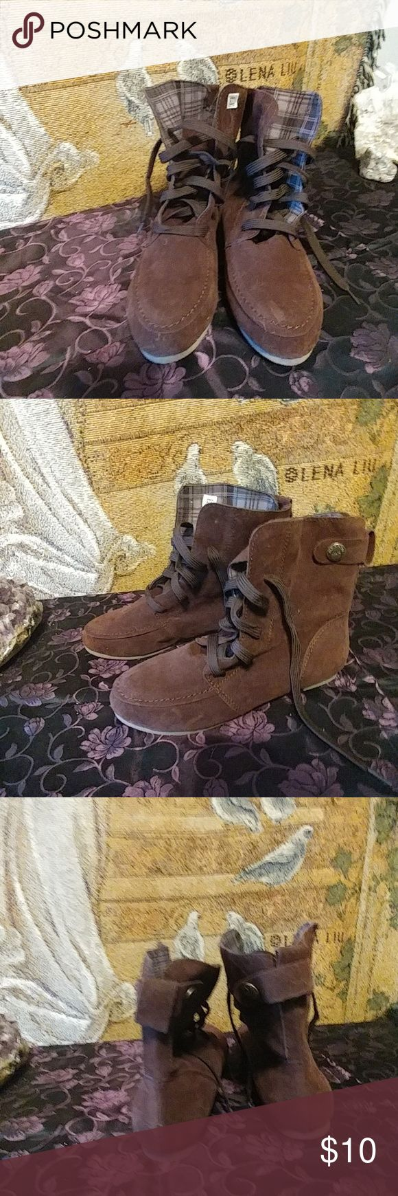 👢🆕 Ankle Boots👢 Brown Ankle Boots. Great for summer would look cute with shorts.   Really cute.  I bought them never wore them.  Flat sole.  No brand name I can see.  The size sticker us still inside .  So is the paper from packaging.   ⭐PLEASE READ BELOW FOR SIZING. ⭐  ⭐⭐⭐Their makes as a Euro 39 meaning size 9  These are not true to size. Their more of a Euro 37  Meaning size 7.  I'm guessing these were a size up shoe to fit right . I can't remember. ⭐⭐⭐⭐   ❎No Trades ❎No Lowballers…