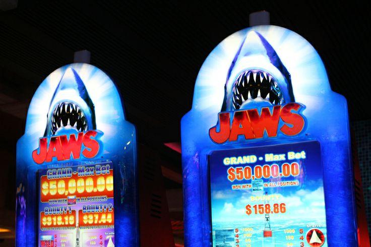 Jaws poker machine