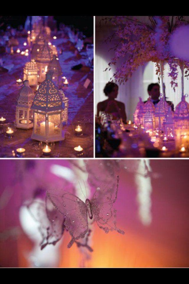 Centros de mesa de faroles con velas y mariposas. #CentrosDeMesa