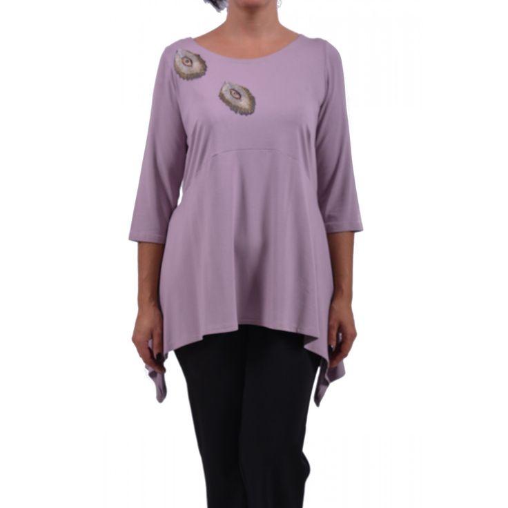 Μπλούζα από βισκόζ ελαστικό ασύμμετρη και μοτίφ αυτοκόλλητα. Συνθ.:94%VIS 4%EL