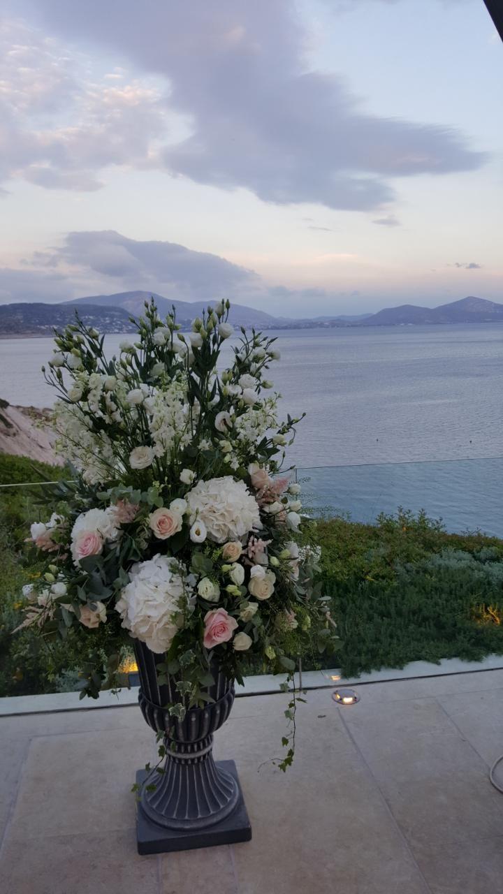 Ανθοστολισμός & διακόσμηση γάμου στο Island #lesfleuristes #λουλούδια #ανθοσύνθεση #ανθοπωλείο #γλυφάδα #γάμος #δεξίωση #νύφη