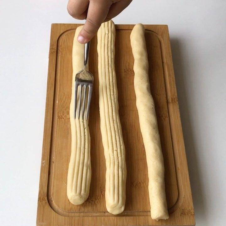 """4,028 Beğenme, 93 Yorum - Instagram'da Özlem ÖZTÜRK (@sutlumutfak): """"Sadece üç malzeme ile yapabileceğiniz enfes bir kurabiye Bayılıyorum bu kurabiyeye yemelere…"""""""