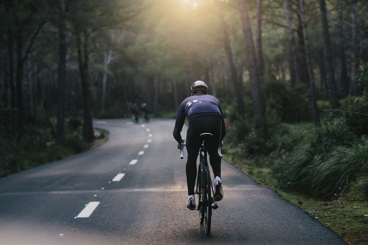 Such stunningly, simplified lifestyle requires very little. A bike, a rider, beautiful weather, freedom of the open road and time on your hands. #isadoreapparel #roadisthewayoflife #cyclingmemories.