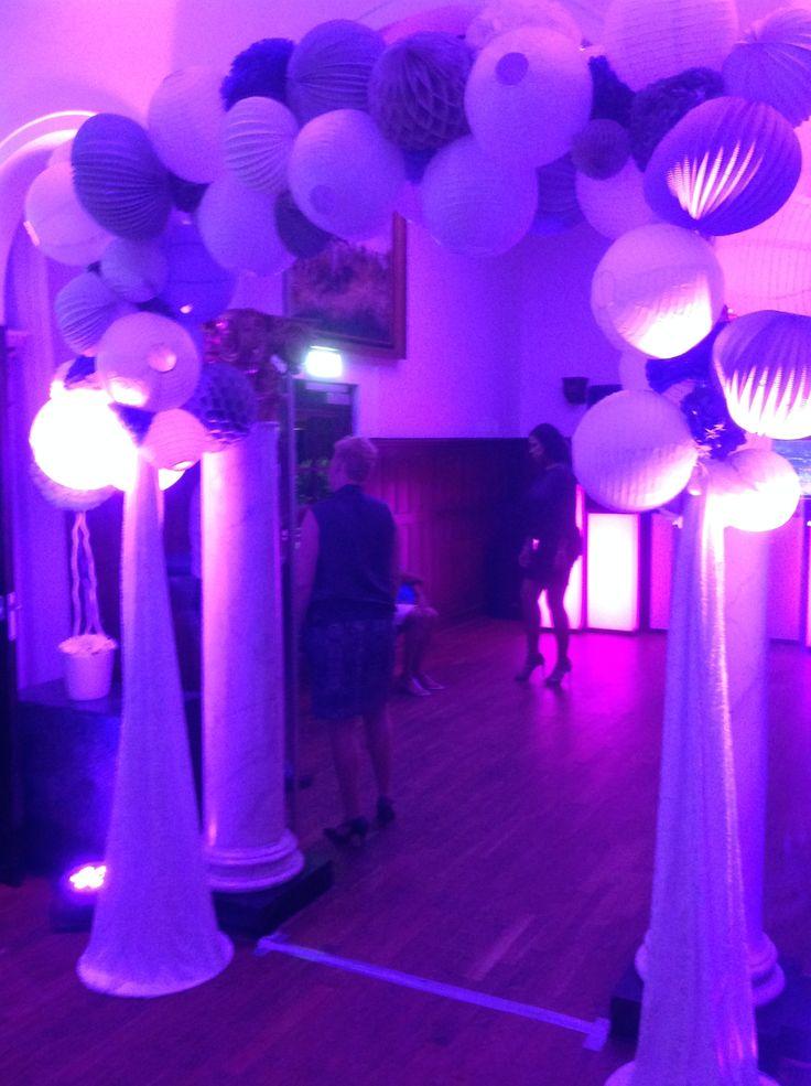 Ballon decoratie icm LED uplights. Bij Bilderberg Kasteel 't Kerckebosch.