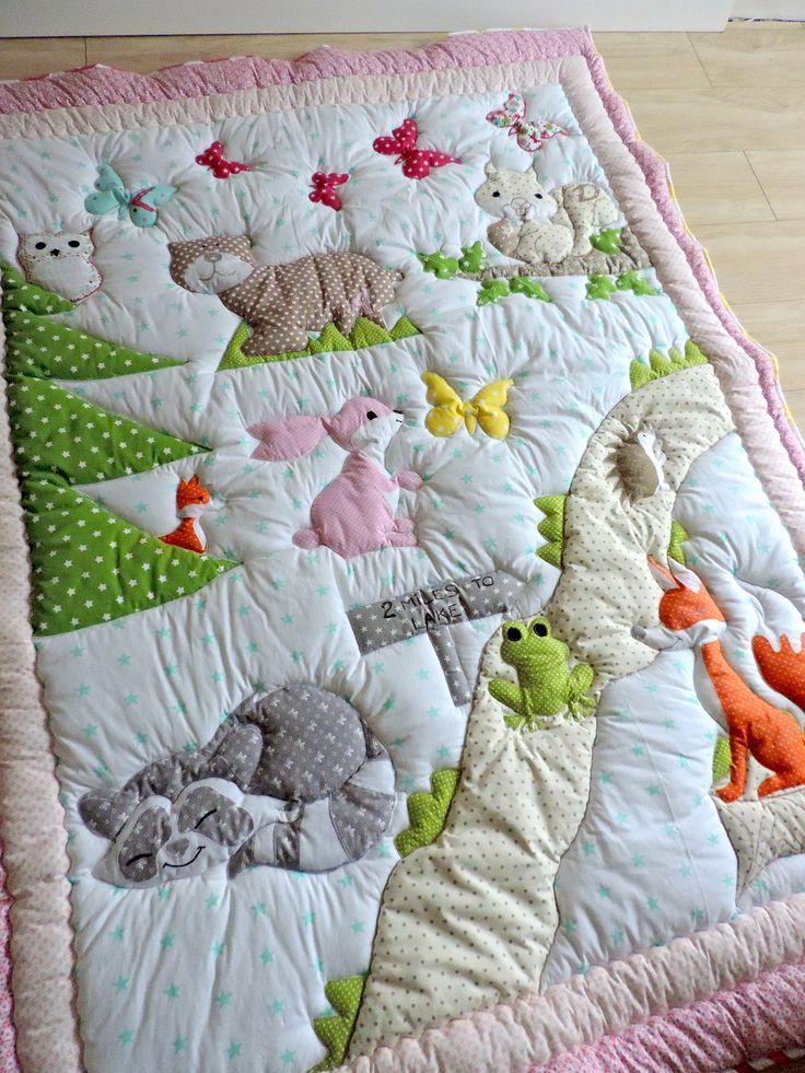 Custom made thick patchwork applique playmat for baby girls. To see out full collection please visit: www.etsy.com/shop/wondernest