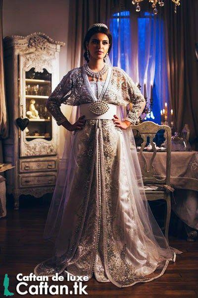 """Découvrez notre jolie superbe robe pour les femmes en train de mariée qui va être étonnant dans votre première nuit avec votre cavalier  ton look indescriptible lui stupéfiera et qu il va te présenter comme la rêne """"chahra zad""""."""