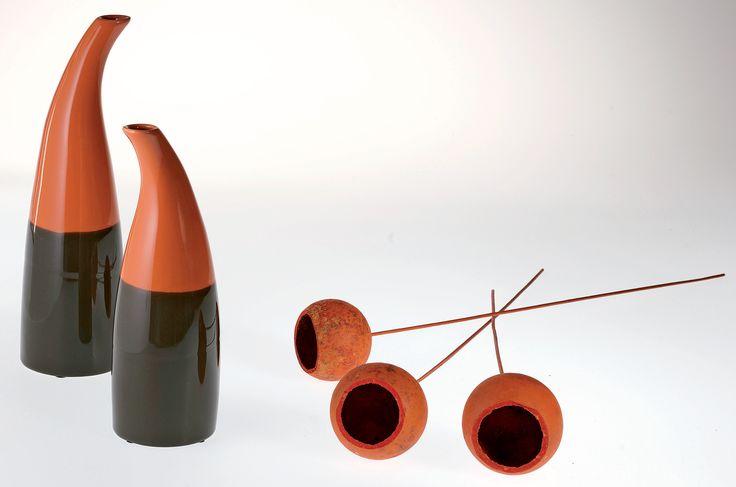 Cine spune ca vazele trebuie sa aiba forme clasice? #vaza #kikaromania #decoratiuni #accesorii #toamna #flori #caramiziu