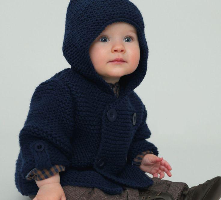 Un petit effet looké... même emmitouflé ! Le paletot pour bébé de 0 à 18 mois est tricoté en ' laine partner 6 ', coloris MARINE, avec des boutons assortis pour plus d'effet. Avec sa capuche ce modèle assure à votre bébé un look sympa tout en le gardant bien au chaud ! Modèle tricot n°20 du catalogue 92 : Spécial qualité partner