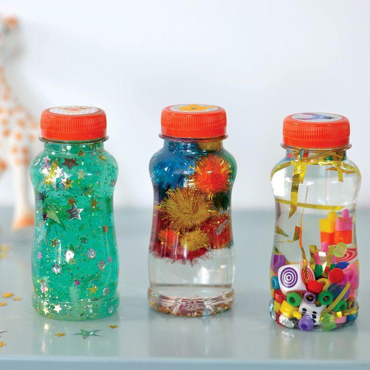 Avec de la récup, imaginez des bouteilles sensorielles pour calmer bébé... ça marche &;-))! Création pour Disney Baby. Photo Fabrice Demessence. Pour télécharger le tuto en images c'est par ici http://baby.disney.fr/activite-bouteille-sensorielle