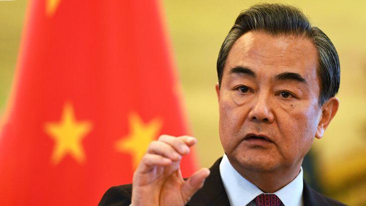 """La controversia que rodea al mar de la China Meridional debe ser resuelta a través """"del diálogo directo y la consulta"""" entre las partes involucradas, según la Cancillería china."""