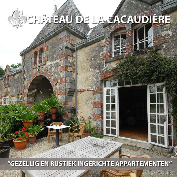 Een smaakvol gerestaureerde voormalig koetshuis met bijgebouwen, gezellig en rustiek ingerichte appartementen en vakantiehuisjes, op een 12 hectare groot landgoed met een eigen gemeenschappelijk buiten zwembad, visvijvers, speeltuinen. Château de la Cacaudière heeft naast de vakantiehuizen ook 5 comfortabele B & B-kamers in het Château; alle voorzien eigen badkamer en toilet. http://www.cacaudiere.com
