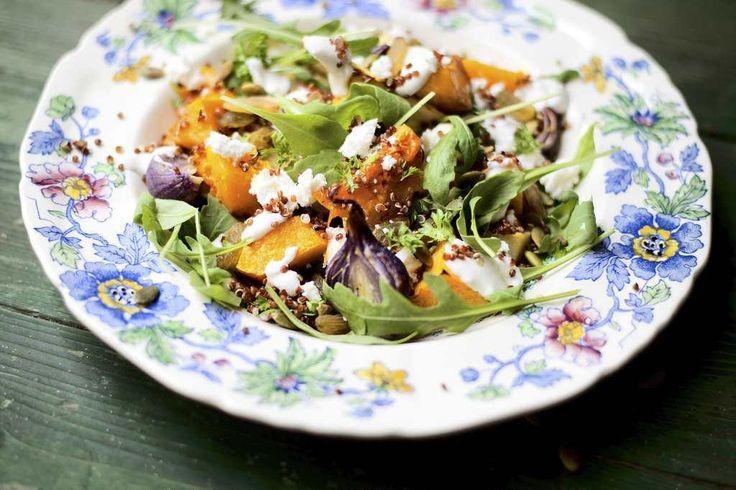 Rostad pumpasallad med quinoa, linser, fetaost och sultanrussin