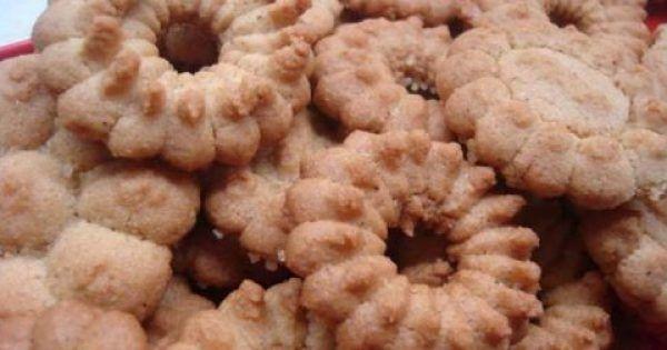 Υλικά 500 γρ αλευρι που φουσκωνει μονο του, 1/4 κουταλακι του γλυκου σοδα ,2 κουταλακια κανελα, 1/2 κουταλακι γαρυφαλλο, ένα φλυτζανι ζαχαρη, ένα φλυτζανι