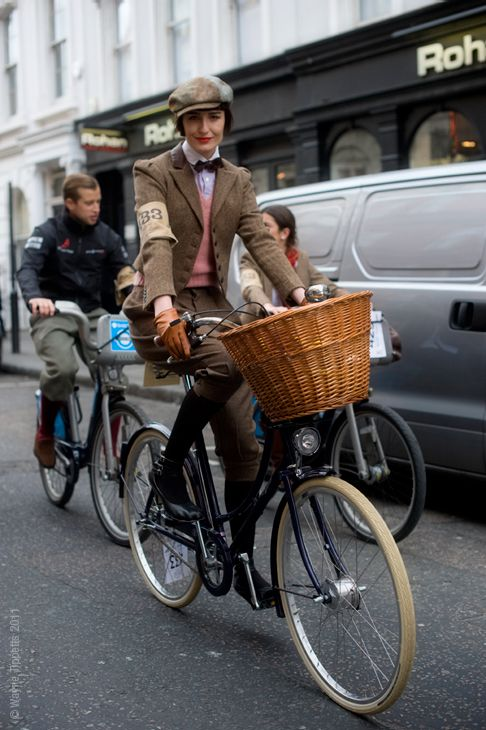 Model, BFC ambassador and Model Sanctuary founder Erin O'Connor, taking part in yesterdays London Rugby by Ralph Lauren Tweed Run.    this is so freakin' adorable