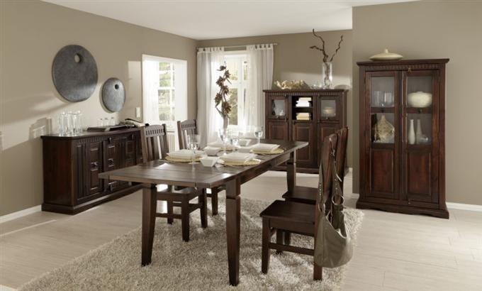 Das Wohnzimmer im Stil vergangener Zeiten. Kolonial Möbel bieten einen besonderen Flair!