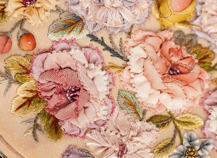 I ❤ ribbonwork . . . Vintage ribbonwork purse, details- Plays With Needles