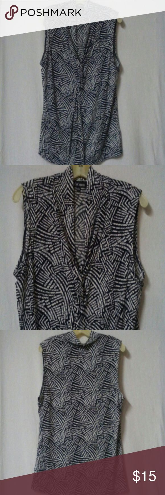 """Le suit separates women size large tank top Barely worn, black and white pattern, sleeveless, knotted v neck, polyester and spandex, chest 46"""", length 25"""" Le Suit Tops Tank Tops"""