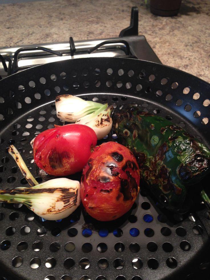 Chile, tomate y cebolla asados para cortadillo de res picosito