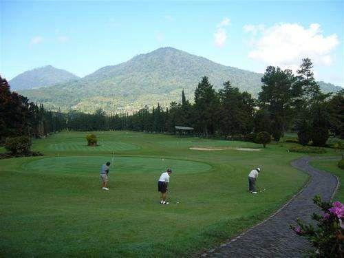 Météo agréable pour s'adonner au golf 18 trous dans le nord de l'île. #Bali