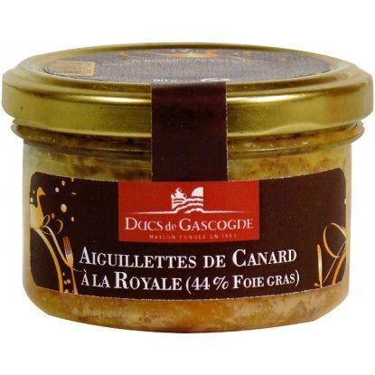 Chaque verrine d Aiguillettes de canard au foie gras de canard Ducs de Gascogne est chemisee de deux aiguillettes de canard prealablement assaisonnees. Le bloc de foie gras de canard est ensuite dispose au coeœur afin de constituer un medaillon.