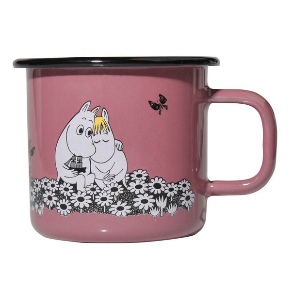 This pink mug features the beloved Moomintroll and Snorkmaiden. Something special for your coffee breaks. Muurla combines design with durability in this retro enamel mug.