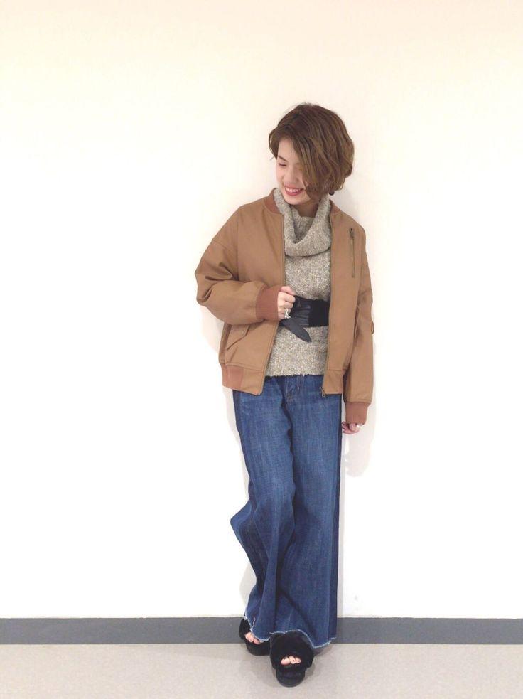 合皮MA-1 袖がゆったりめのMA-1は、合皮の素材が大人っぽい印象に。ゆったりしたアウターなので、ほどよいボリュームのタートルニットをイン。モコモコの素材が暖かく、可愛いニットです。ハイウエストのデニムは小柄な方でもすっきりと履けるサイズ感が◎。ベルトで締めた大人っぽい着こなしがおすすめです。