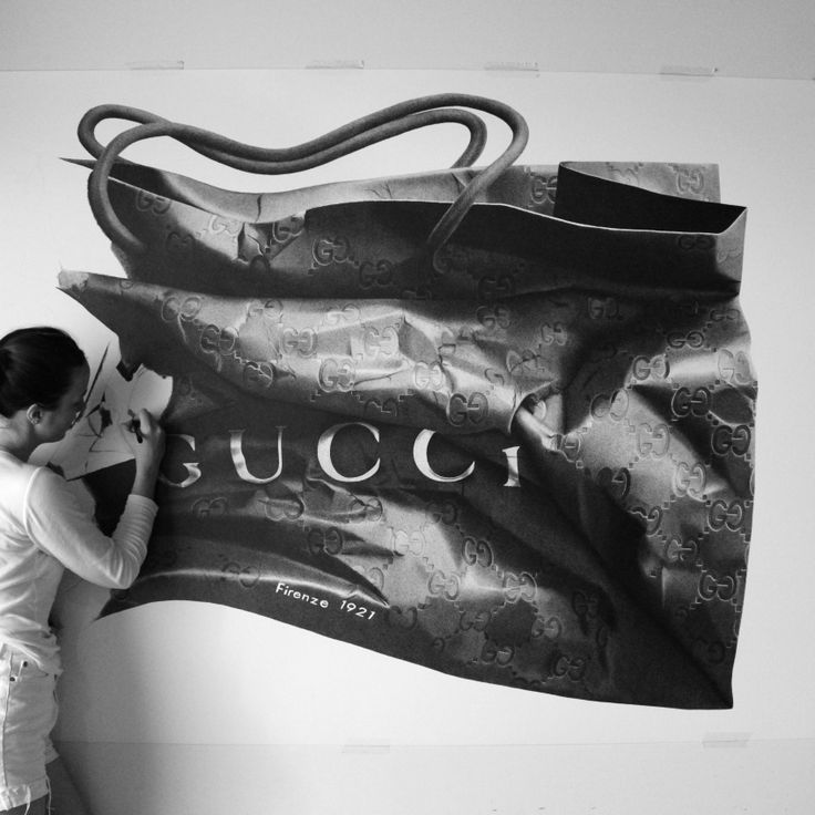CJ hendry on the home stretch with her hand drawn Gucci bag www.thecoolhunter.net/article/detail/2240/australian-artist%3A-cj-hendry--pen-on-paper