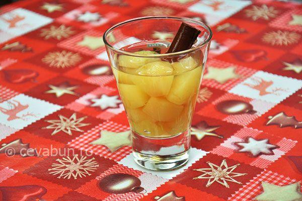 Compot de mere: cum se face. Reteta compot de mere cu lamaie si scortisoara. Deserturi rapide din fructe.