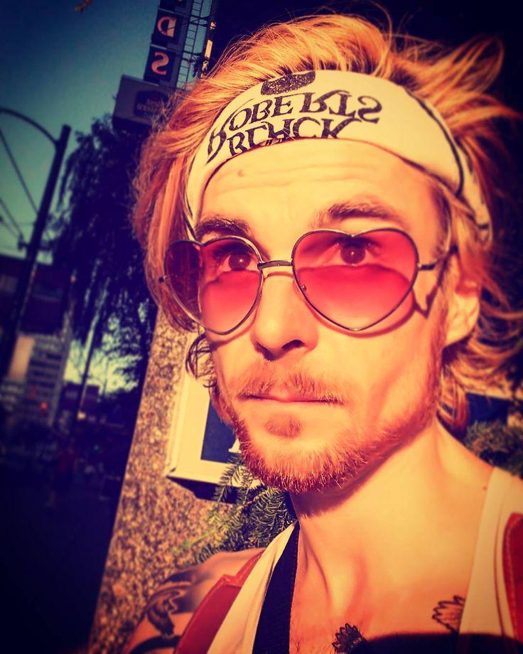 some days they think im hunter s thompson  and some days they think im johnny depp but most days they think im weird. . . . . . #westend #huntersthompson #johnnydepp #vancity #selfie #sunset #heartofgold #lgg4
