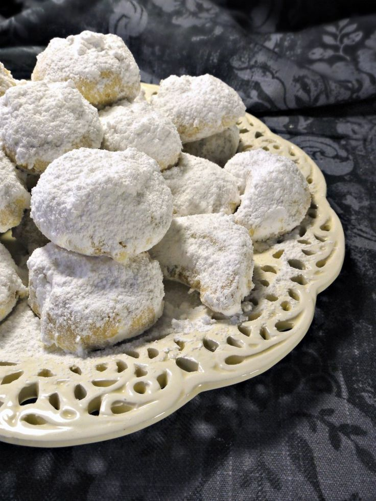 christmas greek traditional shortbreads-κουραμπιέδες!
