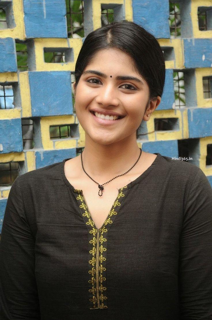Cute Kollywood Actress at Oru Pakka Kathai Tamil Movie Shooting Location (3) at Oru Pakka Kathai Shooting Stills  #OruPakkaKathai