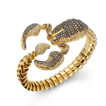 I have never been a fan of horoscope related jewelry until I saw this scorpion ring.
