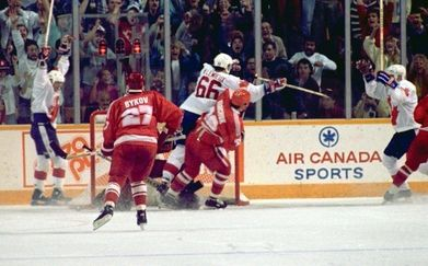 Canada Cup '87 – 99 & 66 perform pure magic | Scenery of joy after Lemieux's goal - Mario Lemieux has just shot the puck past Soviet goalie Evgeni Belosheikin for the 6-5 goal in game 3 of the 1987 Canada Cup final.