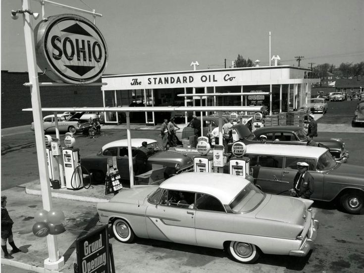 vintage gas stations | Old Gas Stations looks like '55 or '56