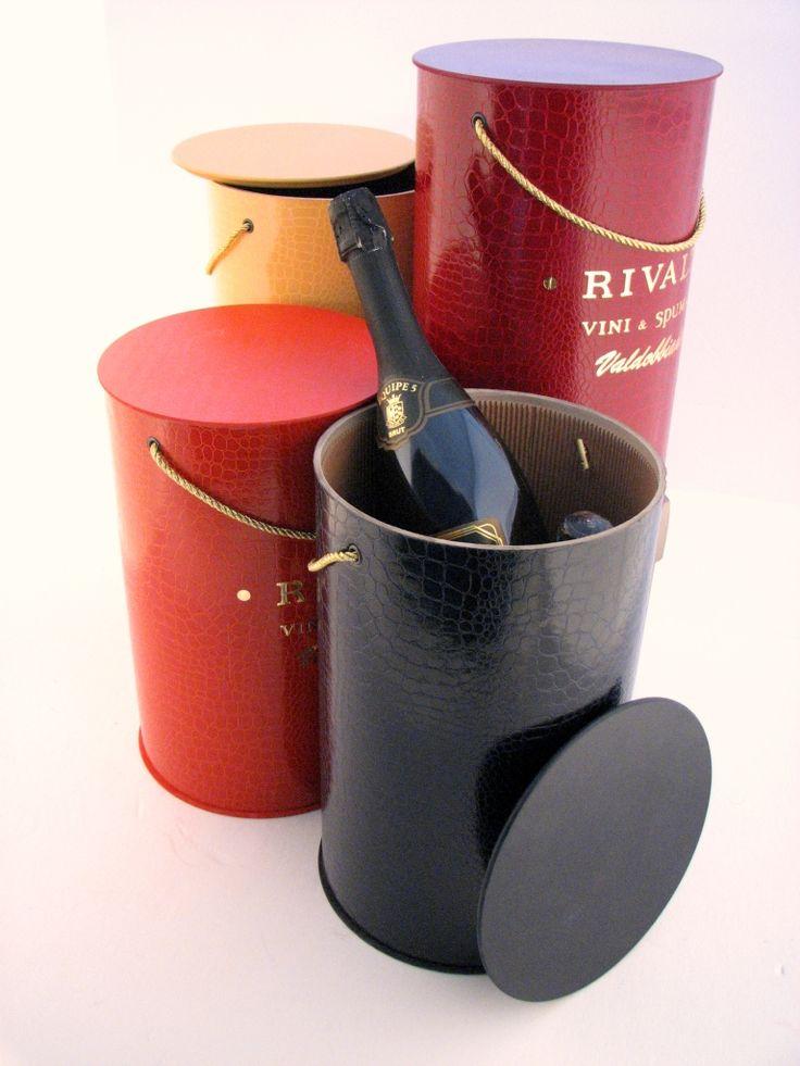 Le Bollicine cambiano packaging! Cilindro per tre bottiglie di Spumante elegante, originale ed assolutamente adatto alle Bollicine!