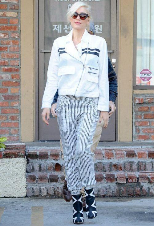 ~1/12 #グウェン・ステファニー #コットンバイカーJK #ストライプ柄パンツ #ブーツ |海外セレブ最新画像・私服ファッション・着用ブランドまとめてチェック DailyCelebrityDiary*