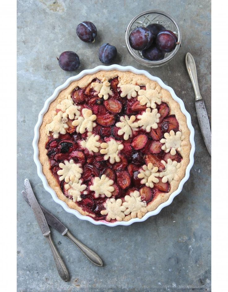 Luumupiirakka // Plum Pie Food & Style Sari Kalliomäki , Tyrniä aj tyrskyjä Photo Sari Kalliomäki www.maku.fi