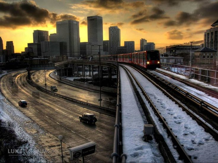 Old picture of the dlr in the snow. Hope I can get some cool snaps of the snow later ☺  #london #travel#photography#underground#tube#trains #urban#thisislondon#londonpop#shutup_london#tfl #metro#streetphotography#street#Station #londonunderground#londontube#transportforlondon #underground_enthusiasts#docklandslightrailway #DLR #landscape #cityscape #snow #londonsnow#uksnow #sunset #eastindiadlr