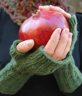 hand warmer - Knitch News Blog: Over the River Mitts: Comfort & Joy, with a Video!