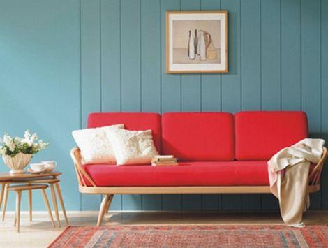 с чем сочетать красный диван