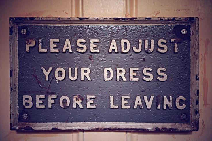 Proszę, popraw sukienkę przed wyjściem.  #Backstage #QSQ #Photo #Photography  #quote