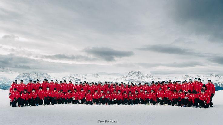Cortina Ski School Team - 140 ski instructors Foto Bandion.it