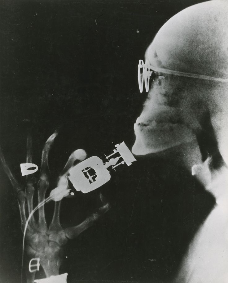 natgeofound:  Westinghouse demonstrates an electric razor using x-ray technology, May 1941.Photograph by Westinghouse Electric Corp.