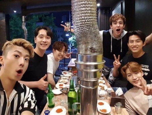 "2PM ジュノ、メンバー全員との食事会の様子を公開""お茶目な6人"" - ENTERTAINMENT - 韓流・韓国芸能ニュースはKstyle"