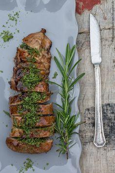 So lecker ... gegrilltes Schweinefilet mit einer Salbei-Rosmarin-Kruste und Aprikosenmarinade von marieola - food and lifestyle blog (Bbq Recipes)