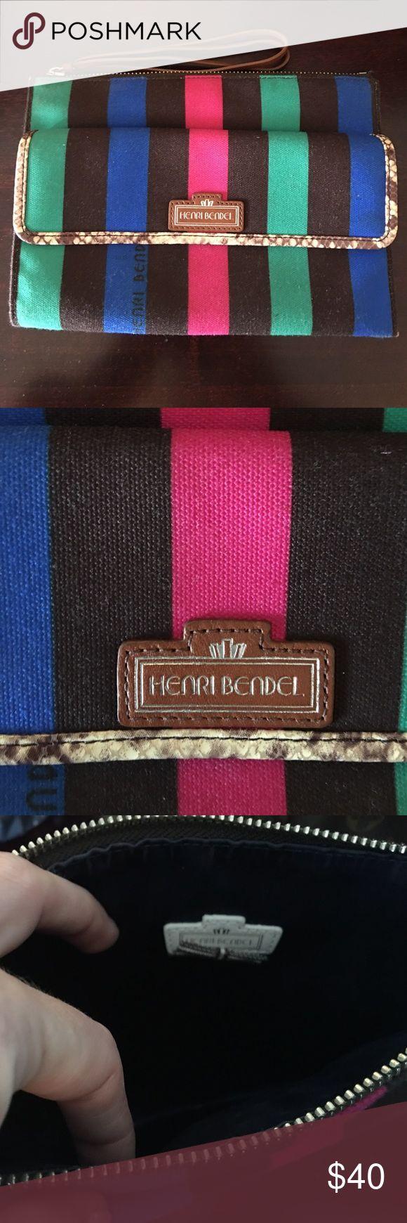 Henri bendel wristlet medium sized Henri bendel wristlet medium sized Bags Clutches & Wristlets